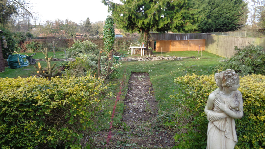 Centre view before 2 wen size alan browne landscaping for Garden design grimsby