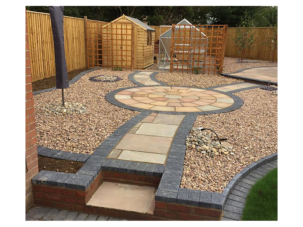 Low maintenance garden with circular paving